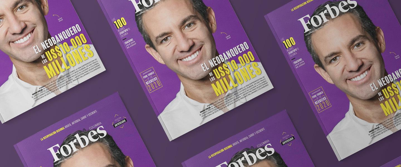 La tapa de Forbes replicada varias veces muestra el rostro de David Vélez, fundador de Nu.