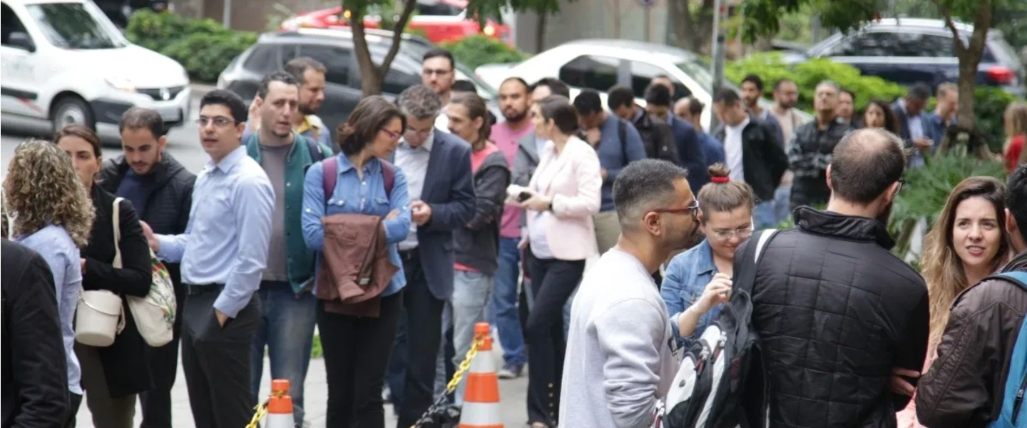 A line of people in the streets waiting to get inside a Nubank's headquarters in Sao Paulo.